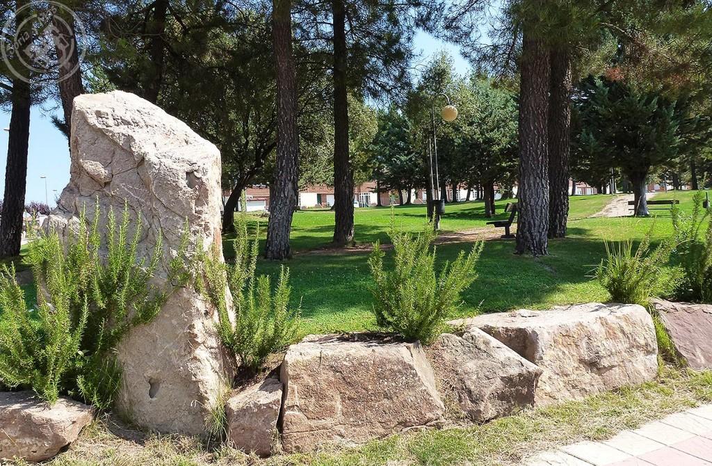 Monolito junto al parque de Camaretas, en la calle de la Imaginación